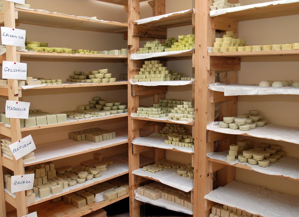 Sapone siciliano sapori e saperi di melilli - Sapone neutro per pulizie casa ...